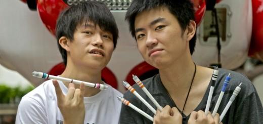 【ストリート】たかがペンでここまで!ペン回しの超絶パフォーマンスを見よ!