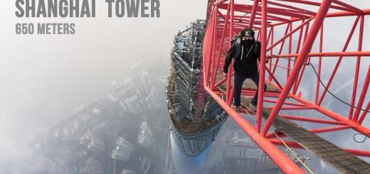 【ストリート】冷や汗タラリ・・・上海タワーに無装備で登る男たちの動画がクレイジー過ぎる!