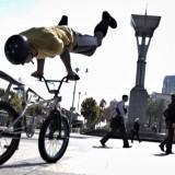 【自転車】まるで体の一部!自転車をアクロバティックに操りまくるパフォーマンスが尋常じゃない!